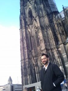 Scott Wells in front of the Cologne Dom 2009-10-12 14.33.10